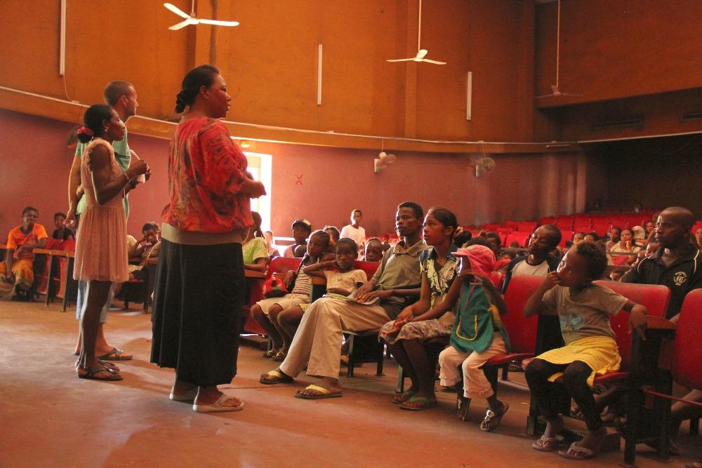 Les parents des élèves  boursiers d'Eau de Coco à Madagascar s'engagent activement dans l'éducation de leurs enfants