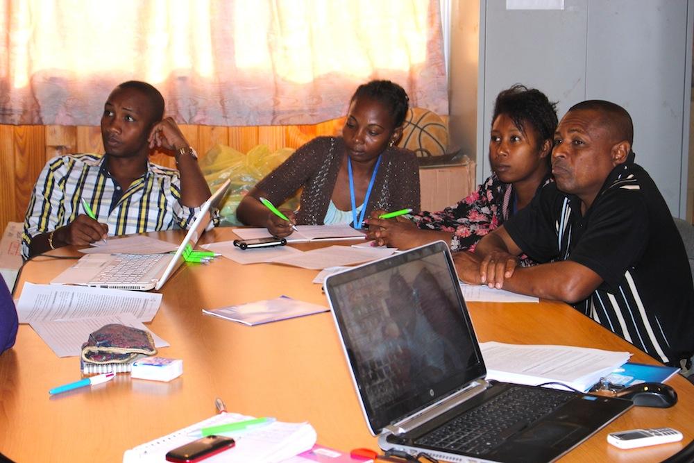 Le FNUAP forme l'équipe d'Eau de Coco à Madagascar sur la violence basée sur le genre
