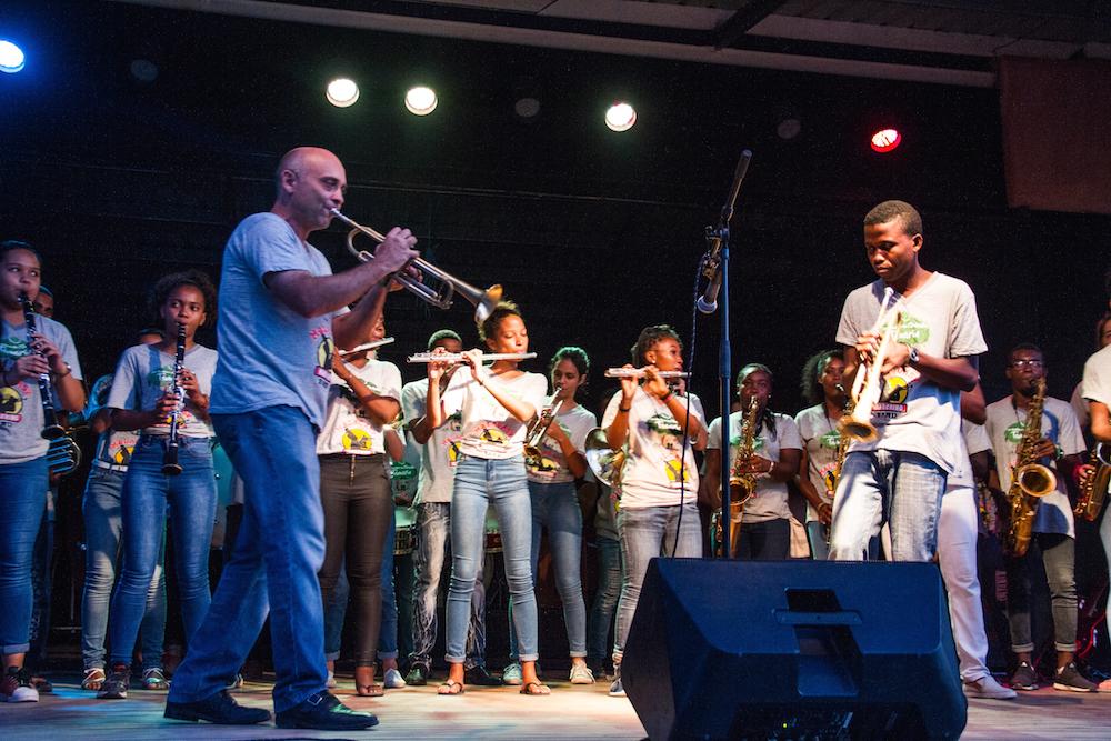 Entre la Malagasy Marching Band et l'orchestre Tamarin, la musique a créé des échanges forts et magiques
