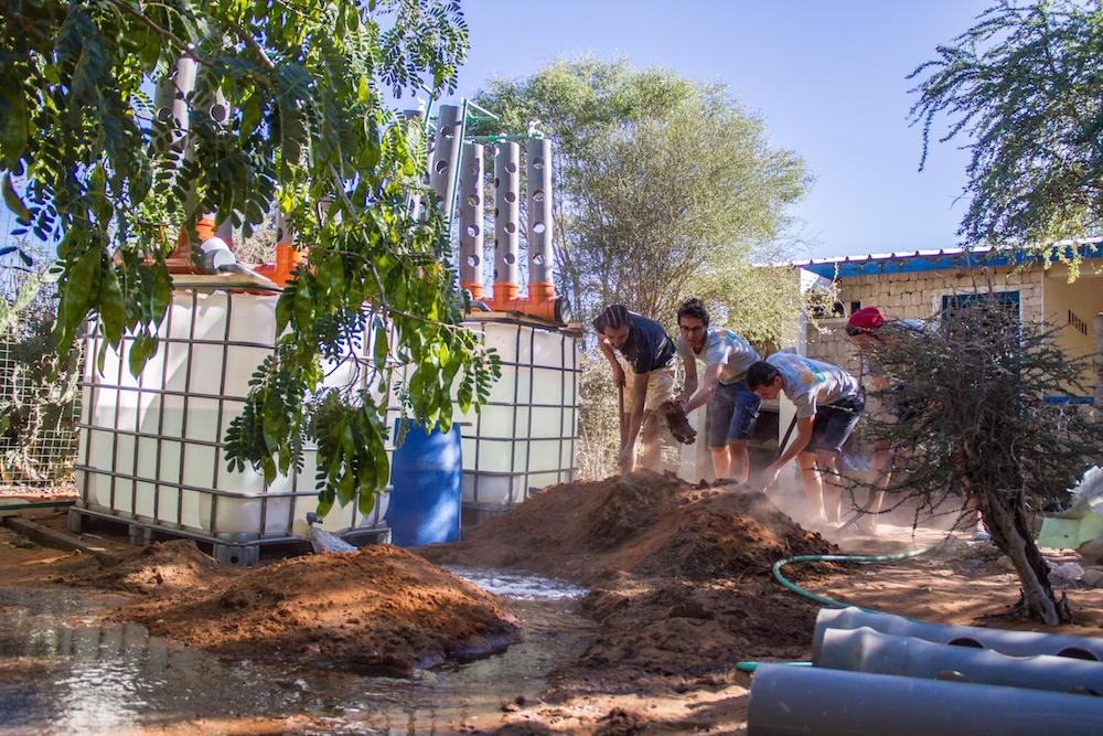 Les membres du groupe «  chantier solidaire » a installé un système « d'aquaponie » durant leur passage au centre de l'ONG Bel Avenir à Mangily.