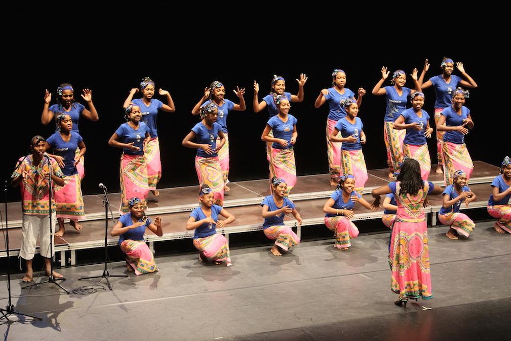 Grâce à la tournée solidaire « Il était une fois mille voix », les jeunes tuléaroises de la Malagasy Gospel confirment leur rôle d'ambassadrices des droits de l'enfant