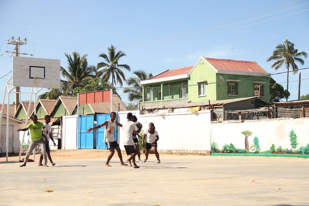 Après 6 mois de réhabilitation, le complexe sportif rénové dédié à la société civile de Tuléar est entièrement fonctionnel