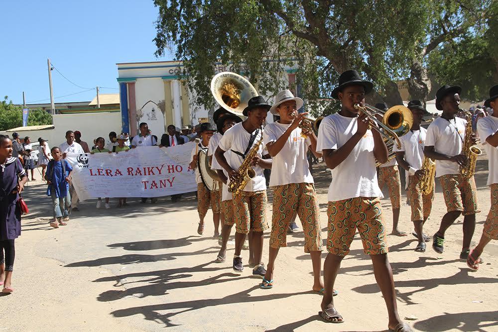 Les bénéficiaires d'eau de Coco à Madagascar marchent pour le climat