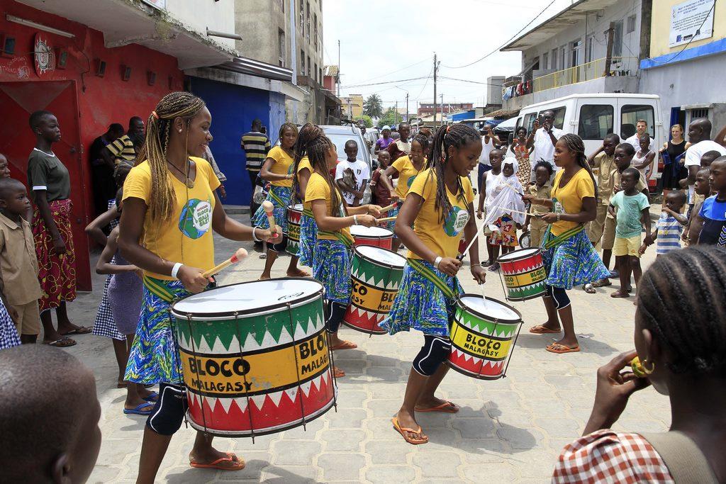 La Bloco Malagasy et ses « Tambours pour une éducation pour tous » arrivent au Burkina Faso