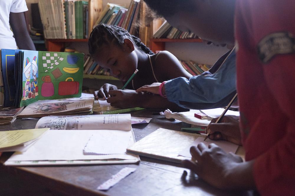 Les enfants viennent nombreux pour profiter de la bibliothèque