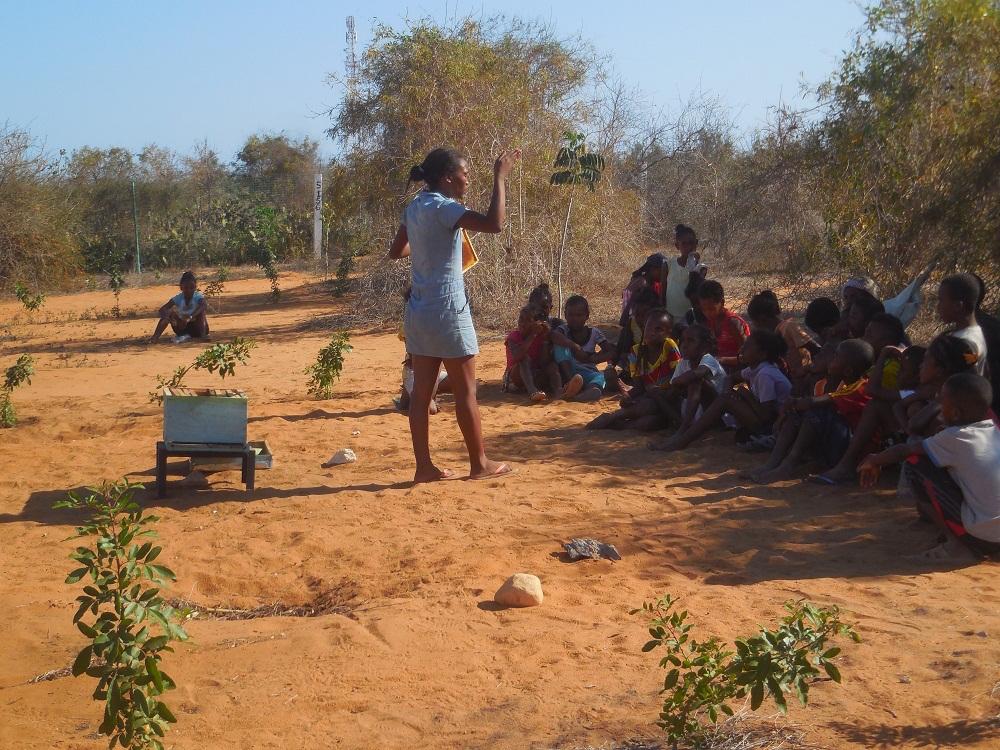 Les enfants apprennent à être responsables de leur environnement