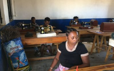 Des ateliers de conception de masque pour faire face à la pénurie à Madagascar