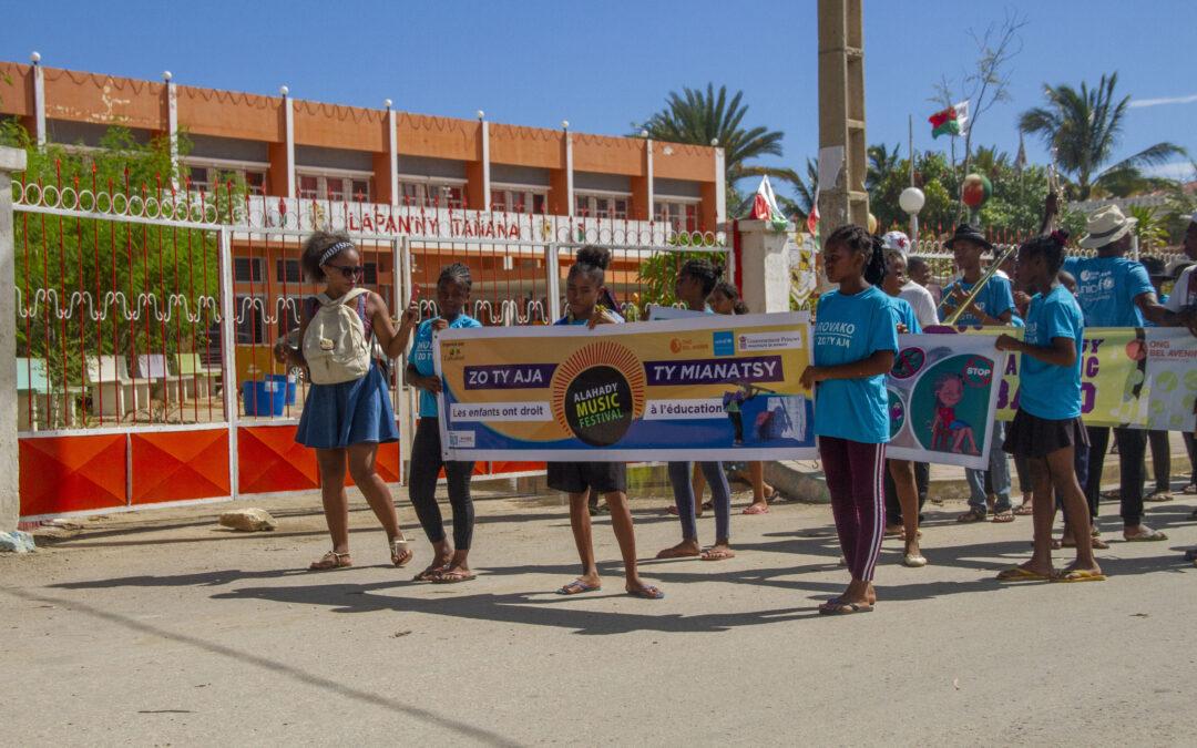 Nos jeunes s'expriment : Zo ty aja ty mianatsy «Les enfants ont droit à l'éducation»
